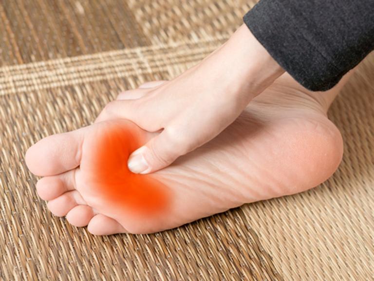 足の指の付け根 腫れ